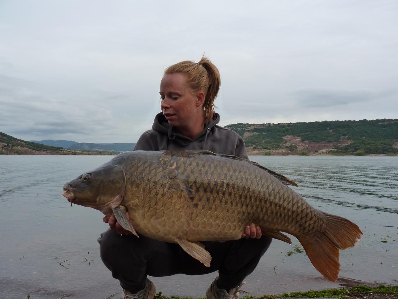 Vrouwen vangen altijd de dikste vissen. Margot met een rachtige schub van dik 19 kilo. Een geweldige afsluiter van de trip.