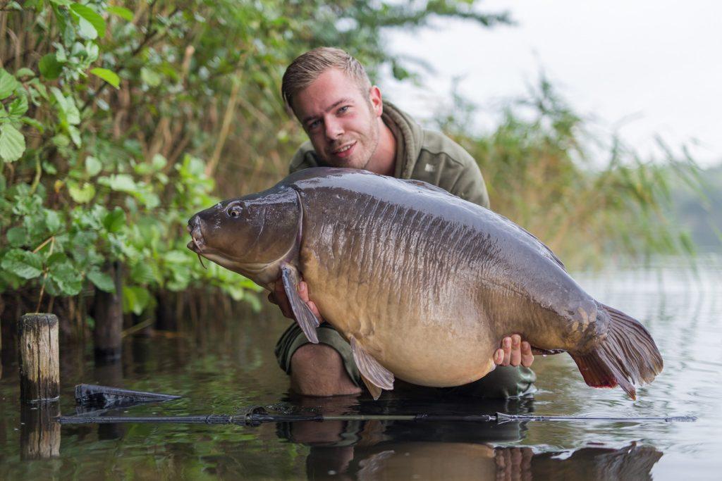 Wesley kiest voor Originals en 1 van zijn eerste vissen op ons aas is deze bak van bijna 25 kilo.