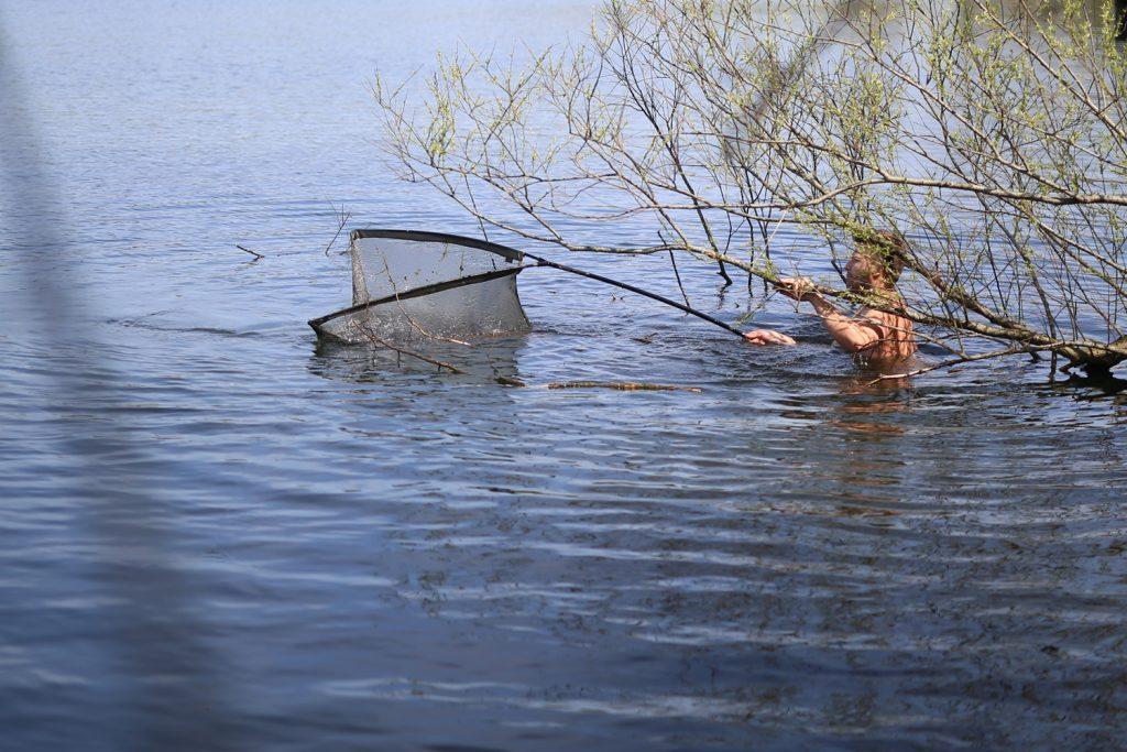 Een gevecht met de vis en het koude water