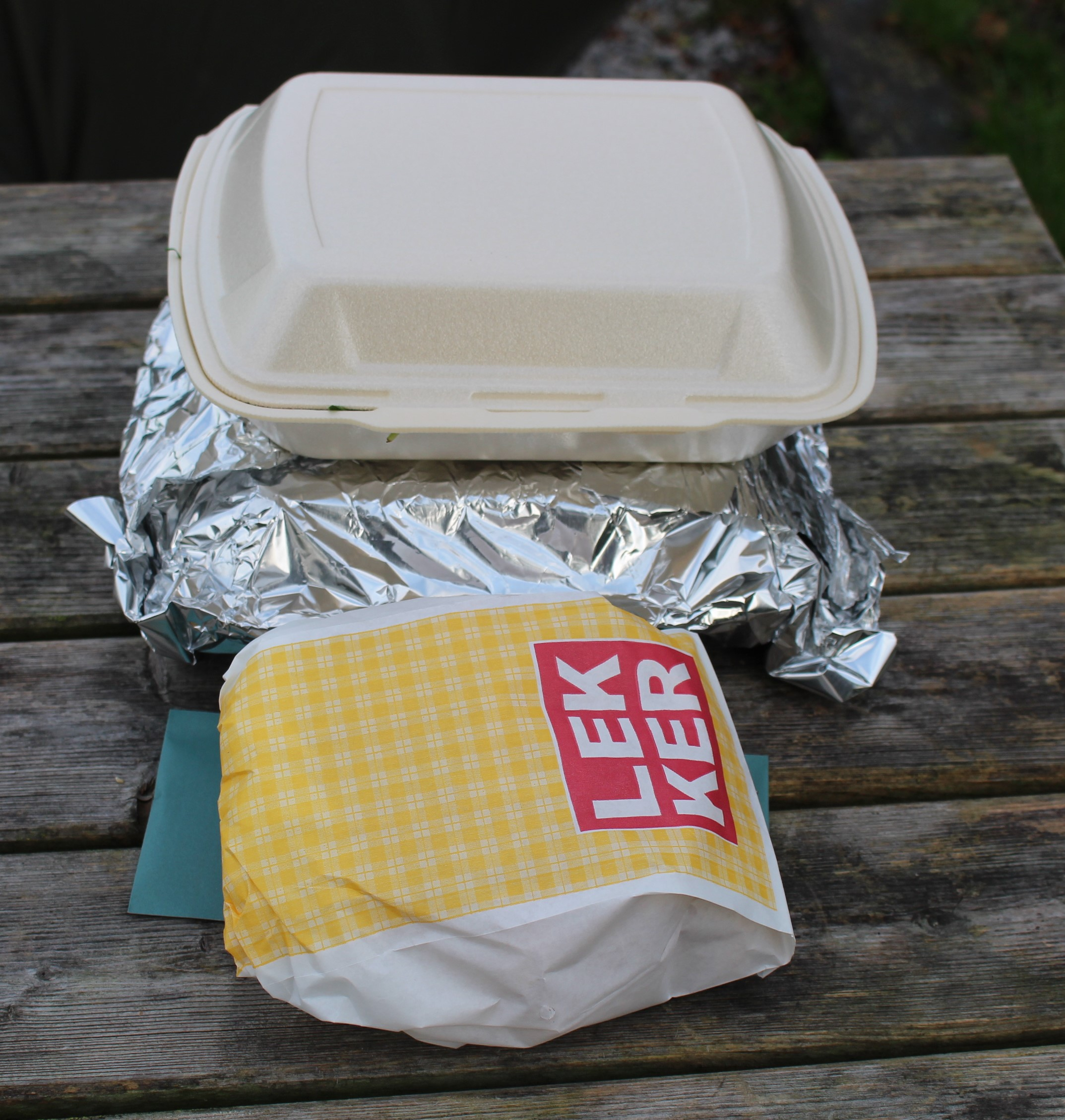 Het avondeten word keurig in warmhoudbakjes en zilverfolie op de stek bezorgd